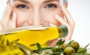 Come-usare-olio-d'oliva-come-struccante-770x470
