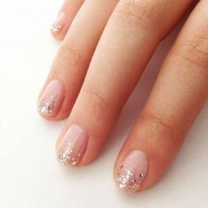 glitter-sulla-punta-delle-unghie