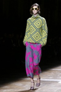 A model presents a creation by Dries Van Noten during the 2014/2015 Autumn/Winter collection fashion show, on February 26, 2014 in Paris. AFP PHOTO / FRANCOIS GUILLOT (Photo credit should read FRANCOIS GUILLOT/AFP/Getty Images)