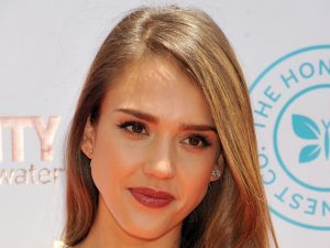 jessica-alba-luxury-baby-and-toddler-show-premiere-in-los-angeles-032